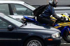 5 tình huống nguy hiểm khi đi xe máy nên tránh