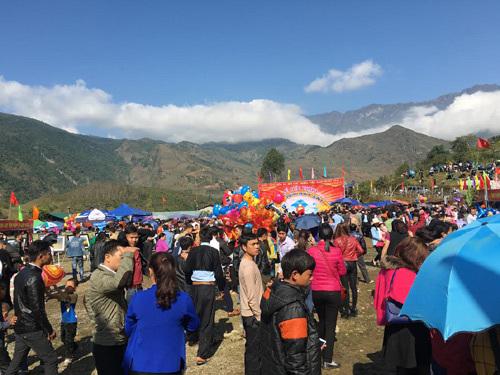 Tưng bừng lễ hội đầu xuân ở Bát Xát