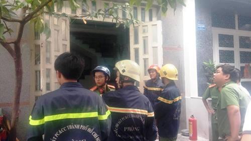 4 người mắc kẹt trong đám cháy khách sạn ở Sài Gòn