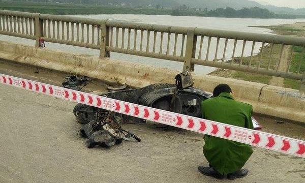 Bắt giam tài xế húc 3 người rơi qua cầu chết thảm