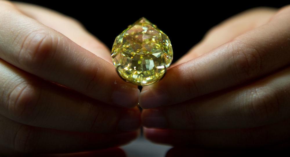 dạ dày, kim cương, ăn trộm kim cương, du khách Trung Quốc