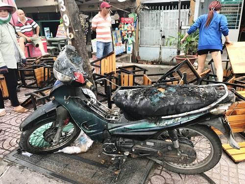 Lửa bao trùm quán nhậu trên đường nội ô đẹp nhất Sài Gòn
