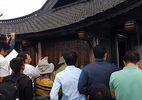 Cán bộ Bộ Công Thương đi lễ chùa giờ hành chính
