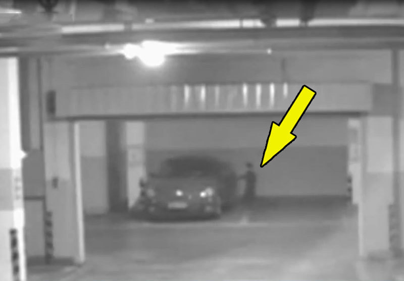 Clip: Bé trai 6 tuổi lén tự lái xe hơi ra khỏi garage