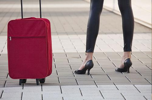 Ăn mặc phản cảm khi ra nước ngoài: Du khách Việt lưu ý kẻo bị phạt nặng