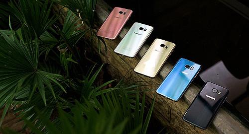 Galaxy S7 edge vẫn 'hot' sau một năm ra mắt