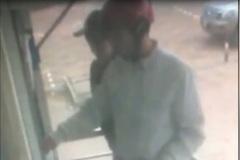 Quên thẻ trong cây ATM sau khi rút tiền, bị rút trộm 21 triệu đồng