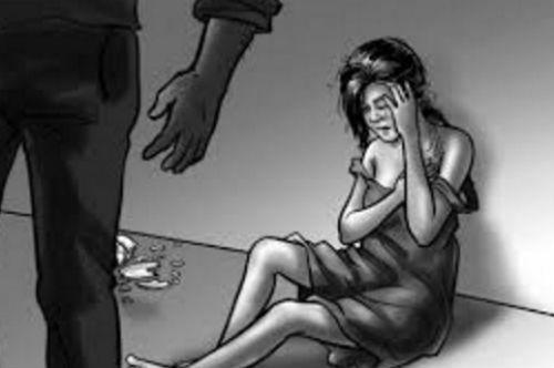 Bé gái bị hãm hại trong phòng ngủ của bà ngoại