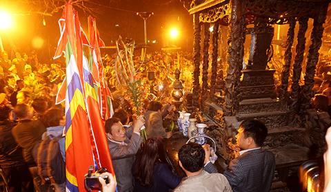 Khai ấn đền Trần