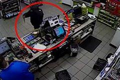 Tên cướp táo tợn 2 lần bị nhân viên siêu thị chặn đứng