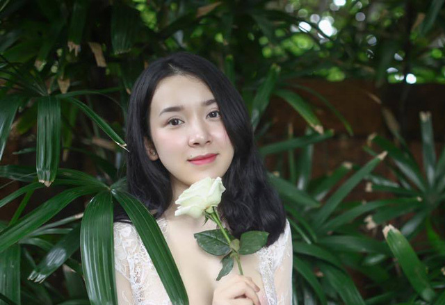 Cựu nữ sinh Ngoại thương nóng bỏng gây sốt trên mạng