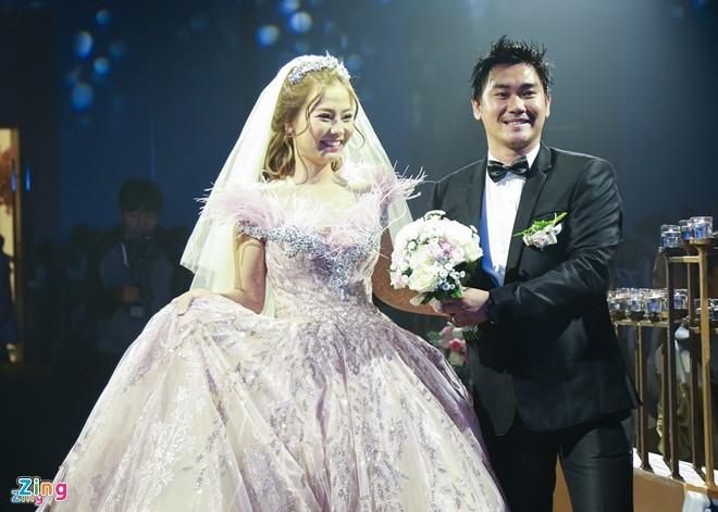 Khánh Hiền thừa nhận mang bầu 5 tháng trước đám cưới