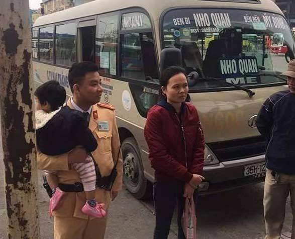 Chuyện CSGT Hà Nội và người mẹ khóc nức nở ở bến xe
