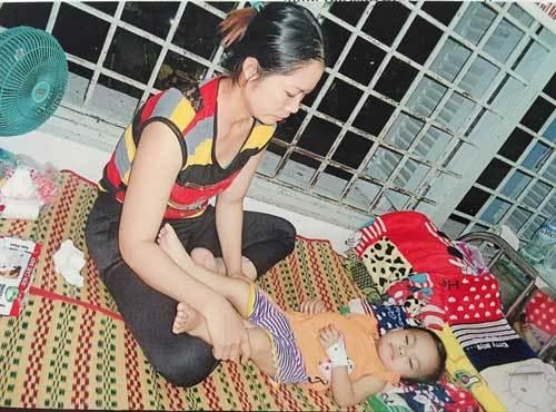 Cha mẹ nghèo kiếm đâu 10 triệu một tháng cứu con