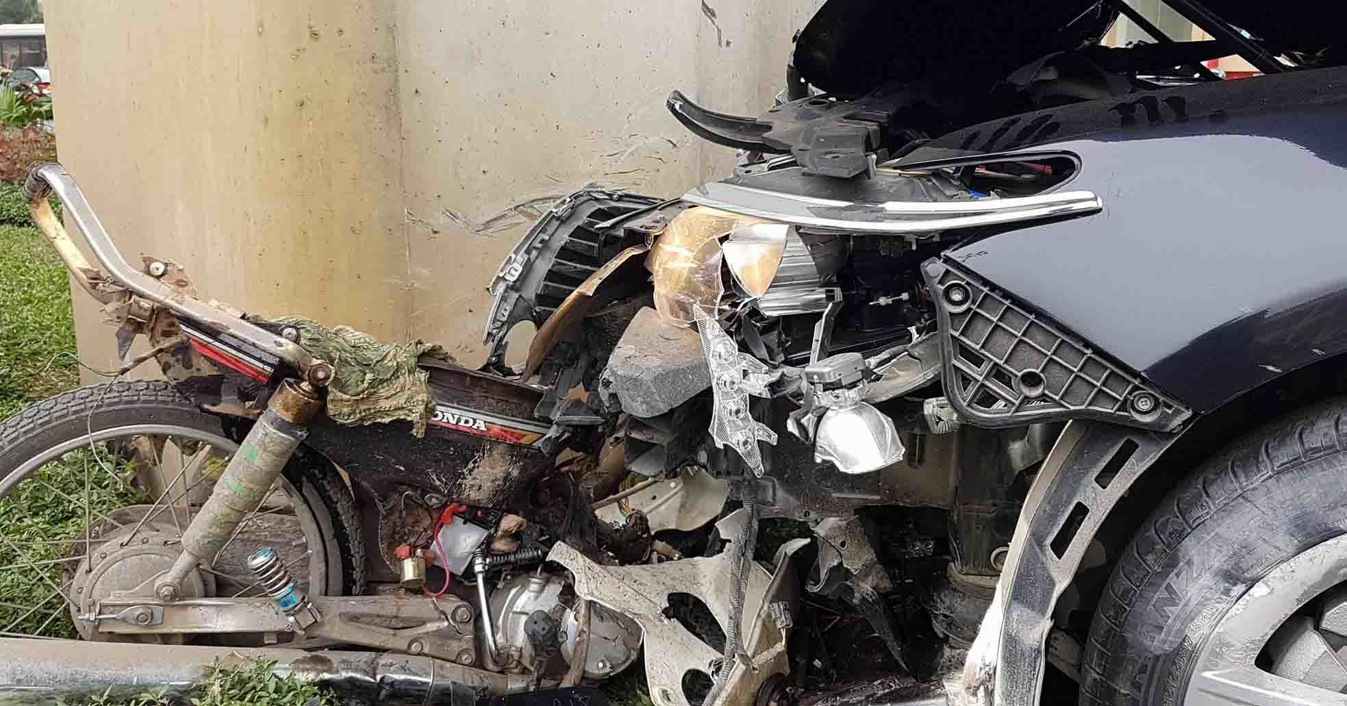 Hà Nội: Nghi lái xe say rượu gây tai nạn liên hoàn