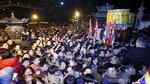 Biển người chen lấn sau lễ khai ấn đền Trần