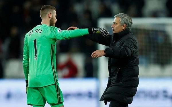 Mourinho dùng 'chiêu độc', HLV Wenger chia tay Arsenal