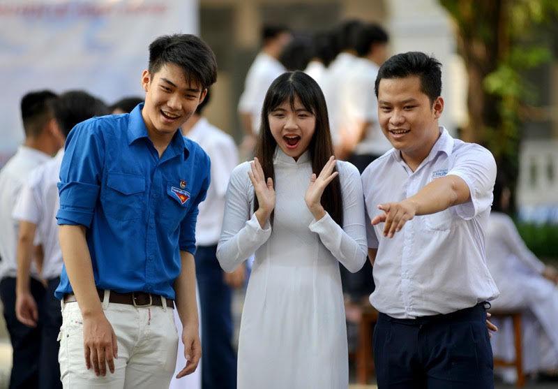 Bắt buộc học sinh mặc áo dài tới trường