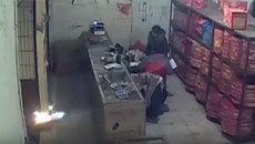 Cửa hàng pháo hoa nổ tan tành vì người đàn ông say