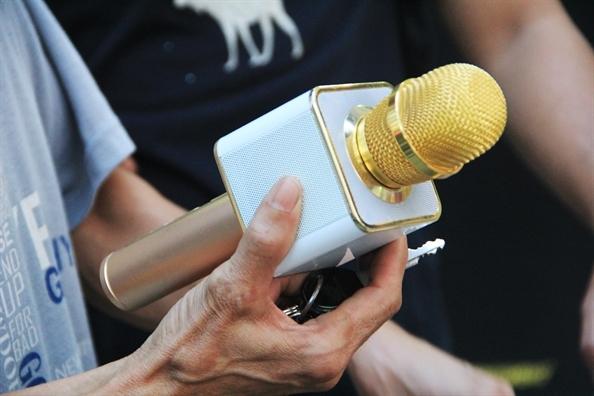 Micro karaoke Trung Quốc phát nổ vẫn đắt khách