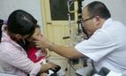 HN bùng phát dịch đau mắt trái mùa, 200 người đến bệnh viện/ngày