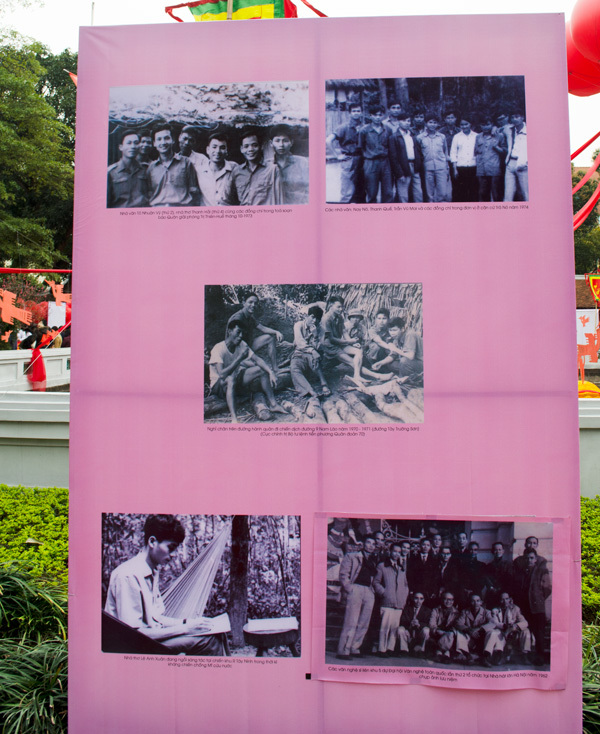 Chen chân ở Văn Miếu trong Ngày thơ Việt Nam