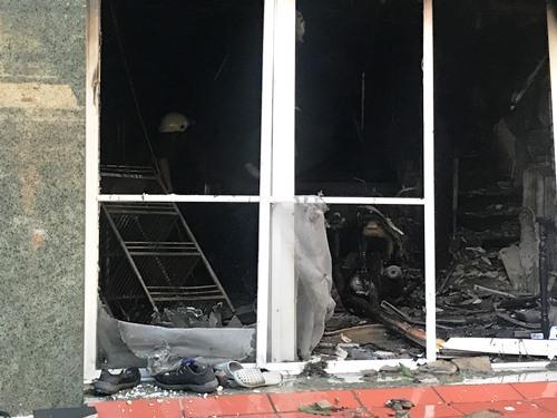 5 người mắc kẹt trong vụ cháy nhà 3 tầng ở Sài Gòn