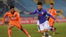 Đội bóng của Công Vinh thua phút cuối, Hà Nội bị cưa điểm