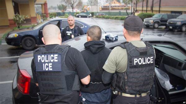 Mỹ bắt hàng trăm người nhập cư trái phép