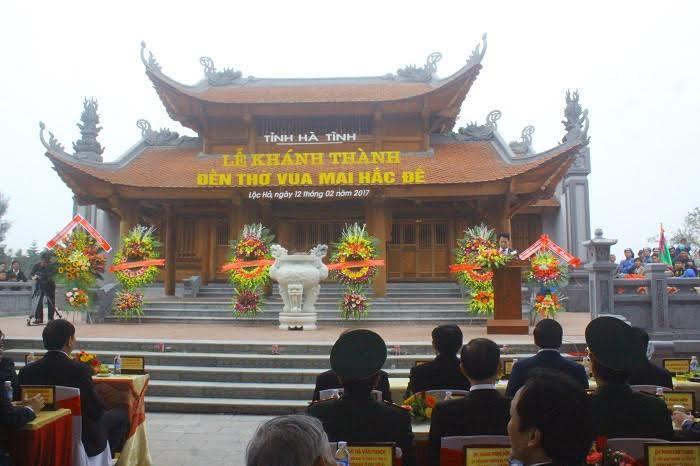 Chủ tịch nước cắt băng khánh thành đền thờ Mai Hắc Đế
