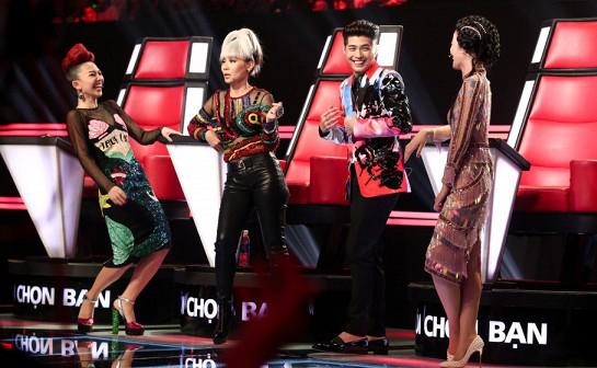 Khán giả phản đối khi HLV Giọng hát Việt ăn mặc như... hề