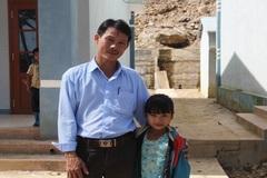 Thầy hiệu trưởng chuyên cứu giúp trẻ mồ côi