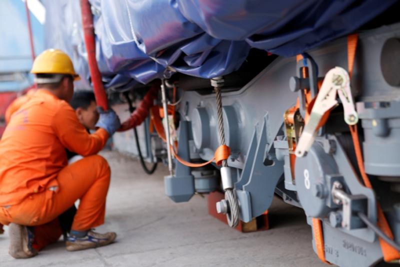 Đầu máy, toa đường sắt Cát Linh-Hà Đông đã về Việt Nam