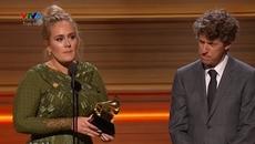 Grammy 2017: Adele rơi nước mắt vì gặp sự cố trên sân khấu
