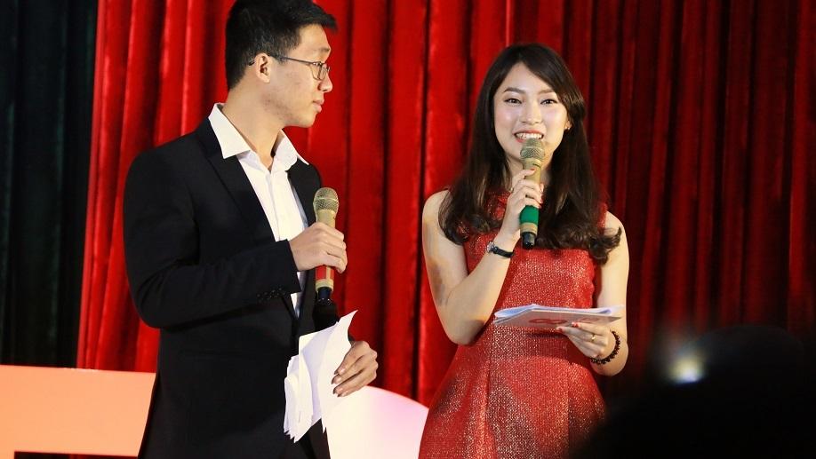 nữ sinh nhại 7 thứ tiếng, Trần Khánh Vy, thơ tiếng Anh, người bản xứ, 8 IELTS, học tiếng Anh