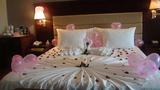 Đau đớn phát hiện bí mật của chồng trên chiếc giường cưới