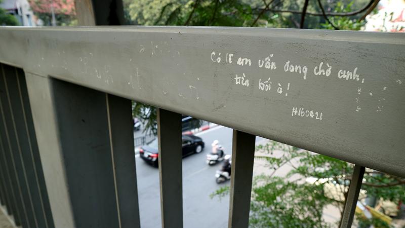 'Tình yêu han gỉ' trên cây cầu trăm tuổi ở Hà thành