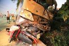 Xe khách gây tai nạn liên hoàn, 2 bé gái chết thảm