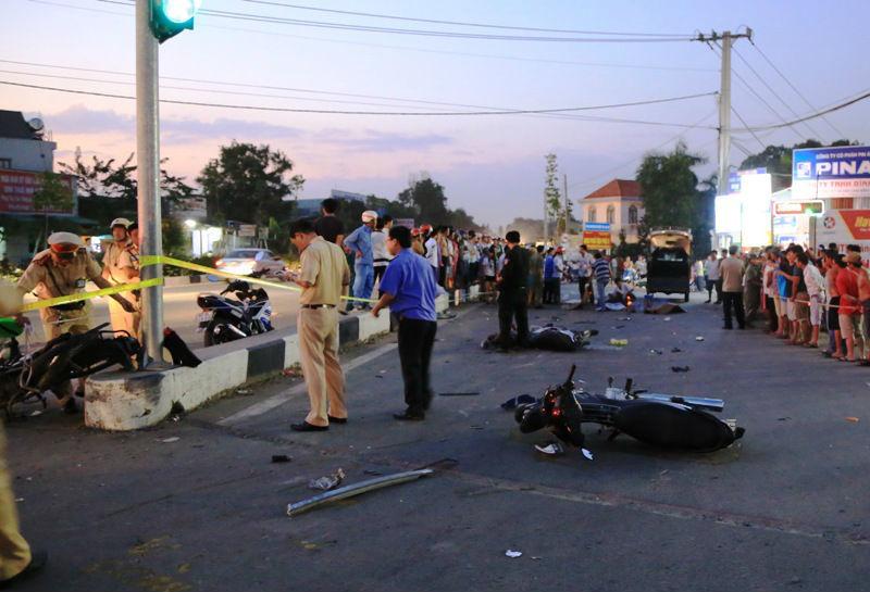 Bình Dương, tai nạn, xe khách, tử vong, tai nạn liên hoàn