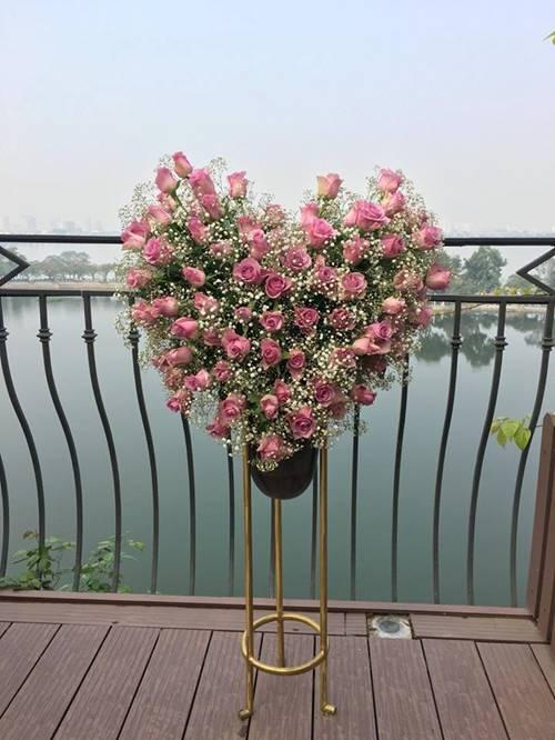 Choáng ngợp bình hồng trái tim mẹ Việt cắm tặng ông xã
