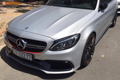 Mercedes tiền tỷ của Cường Đô la và Hạ Vy 'hò hẹn'