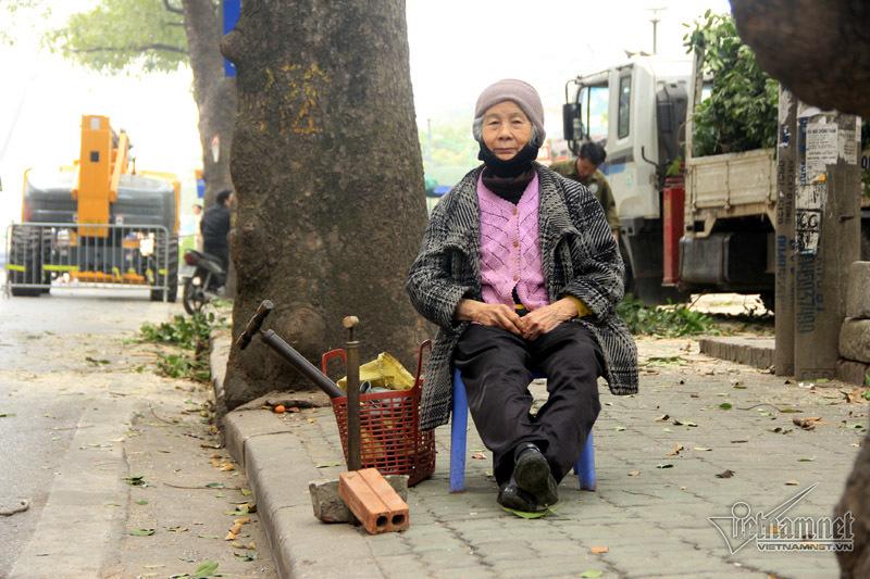 cụ bà sửa xe,Hà Nội