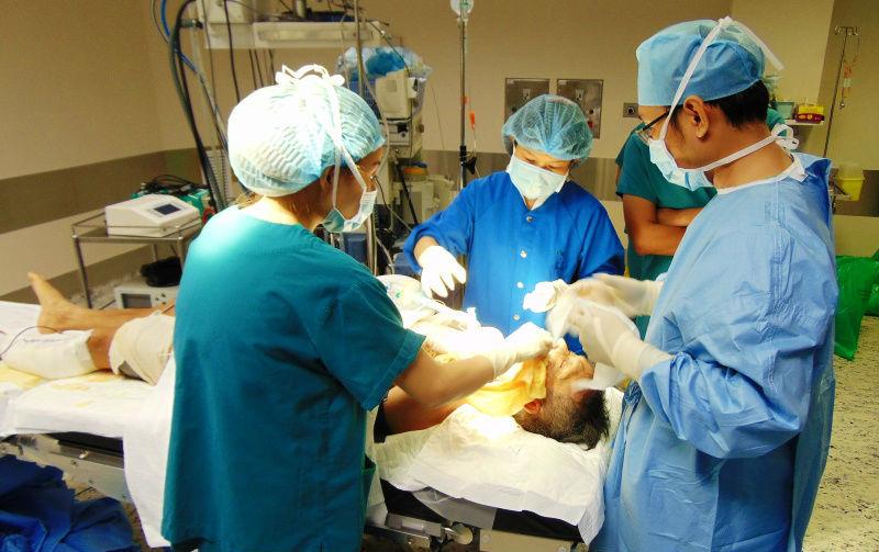 bệnh viện FV, xương hàm mặt, xương mác, phẫu thuật