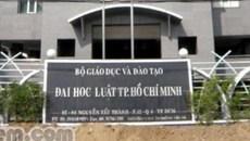 ĐH Luật TP.HCM xem xét lại việc kỷ luật sinh viên photo 8 cuốn tài liệu