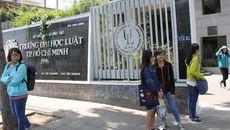 ĐH Luật TP.HCM cảnh cáo nữ sinh photo 8 cuốn tài liệu