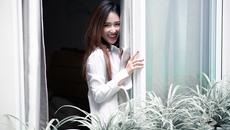 DJ Trang Moon gợi cảm hết cỡ dù chỉ mặc sơ mi