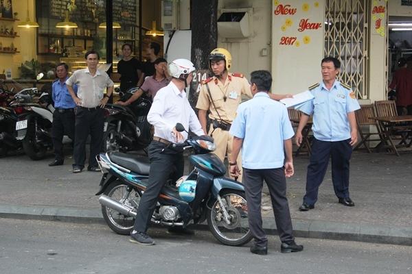 TPHCM, Quận 1, Sài Gòn, xử phạt, barie, vỉa hè,