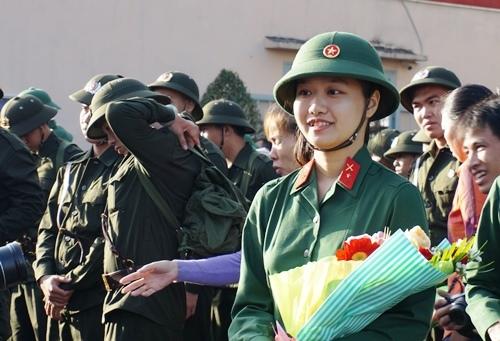 5 cô gái Sài Gòn rạng rỡ trong ngày đầu nhập ngũ