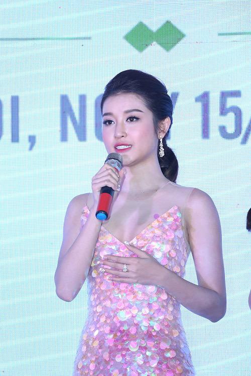 Huyền My, Tú Anh sánh bước mỹ nam màn ảnh Hồng Đăng
