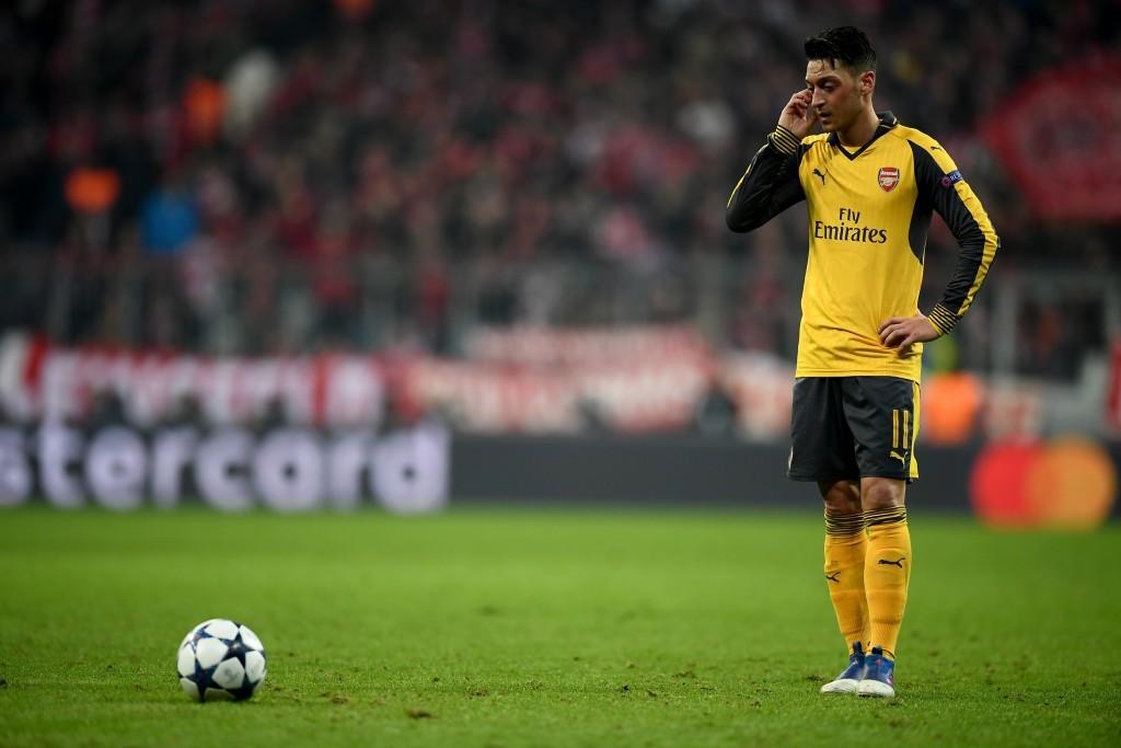 Giăng lưới tình, Mesut Ozil lao đao vì gái
